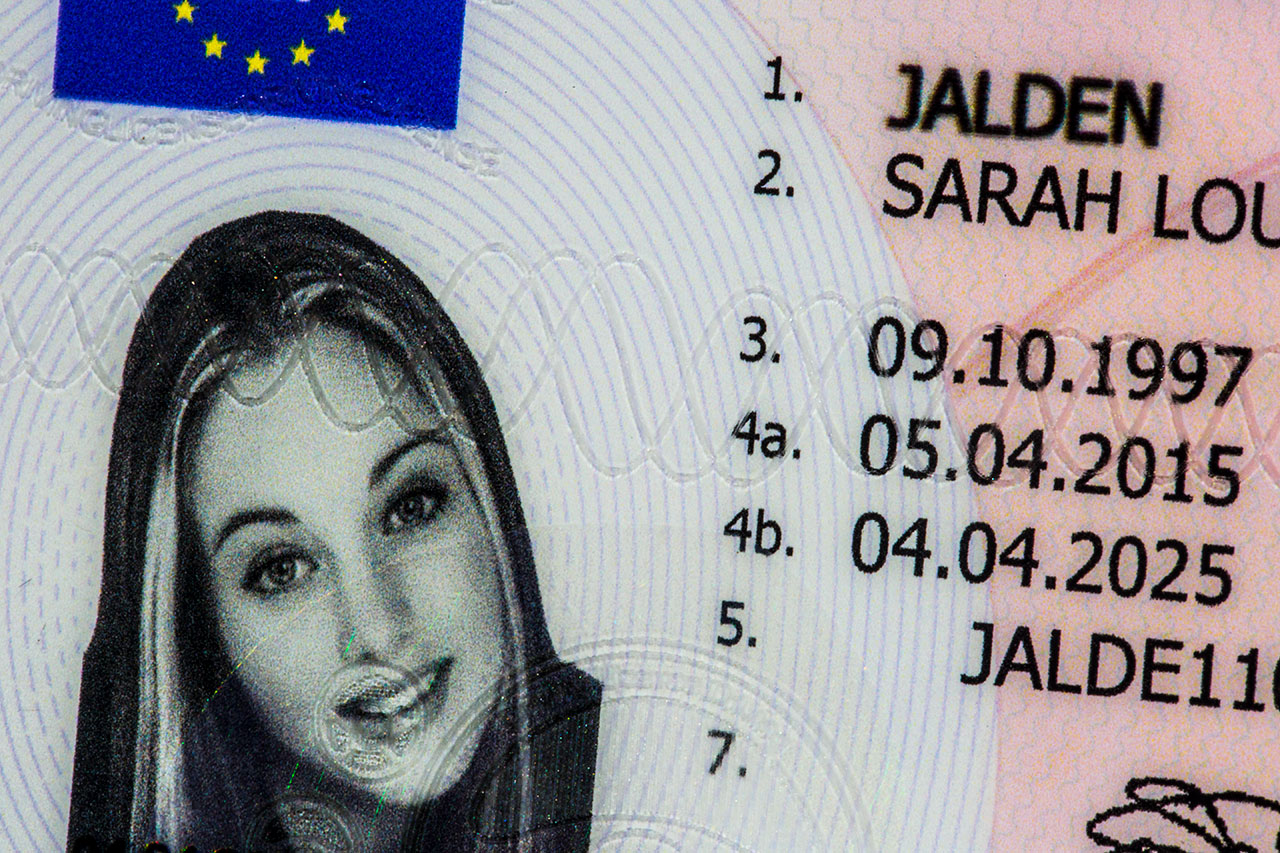 UK Drivers License front photo engraving details